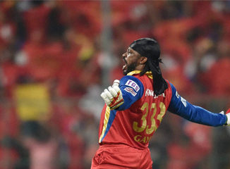 Chris Gayle has become the first batsman to complete 10000 runs in T-20 format